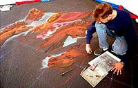 Курт Веннер предпочитает рисовать не на холсте и не на бумаге, а на асфальте.
